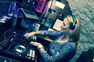 DJ Lady Eliza -Your International party DJ for all ages, tastes and nationalities. bands in the Dordogne