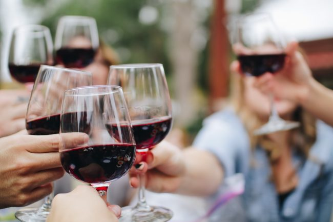 Santé! Sharing a glass of Bordeaux with friends. The perfect wine for any corporate event or wedding party. Celebrate your wedding band in the Dordogne in style